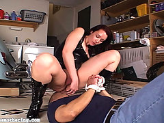 Smothering Pictures -  Siennas boyfriend feels the wrath of this big-bottom bitch as he gasps for air