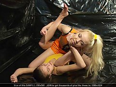 Wrestling Pictures -  Erotic teens wrestling (and biting) match