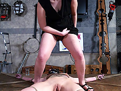 Amateurs Pictures -  Elise spends a painful day in the dungeon