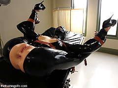 BDSM Pictures -  Latex Slave training Sarah Jane Ceylon
