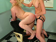 Electro Pictures -  Speculum sex with violet wand.