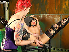 Pain Pictures -  Pain whore in Bondage!